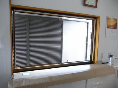 窓枠の嵌め込み